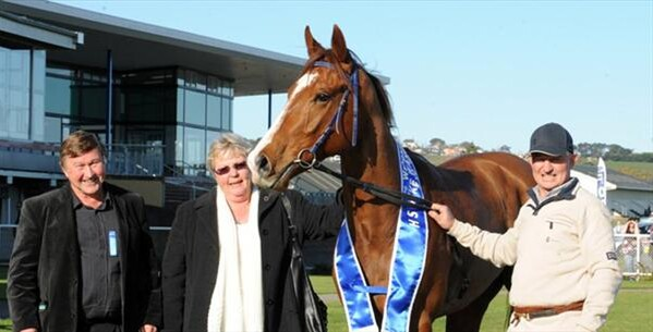 Waikato owner-breeders Ron and Maryanne Thompson (pictured above) and Matamata trainer Tony Gillies after the impressive stakes win by Fiddler (3 Ch. G. Keeninsky – Adonia, by Brigade Of Guards) in the $45,000, Listed, H S Dyke Wanganui Guineas over 1340-metres.