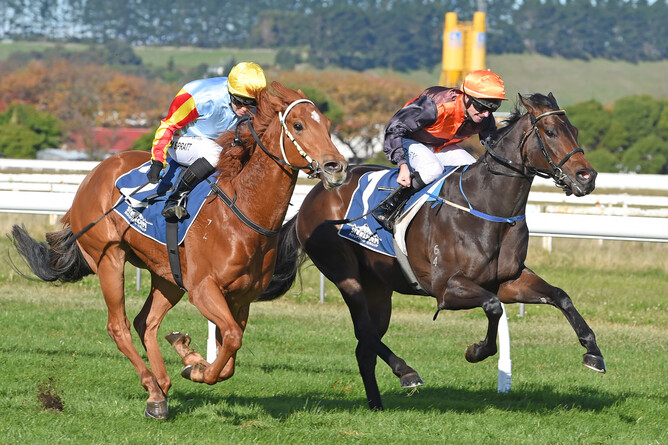 Hard Merchandize (inner) downs Bombard in the Listed Castletown Stakes - pic.  Race Images PNth