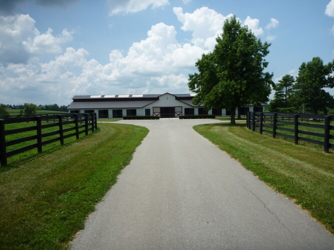 the entrance towards the stables at Taylor Made Farm