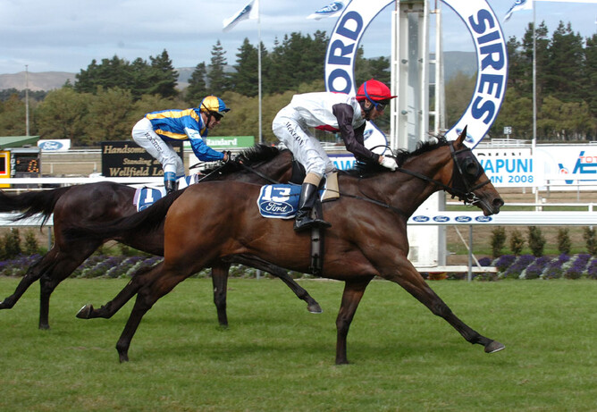 Valpolicella during her racing days - Race Images Palmerston North