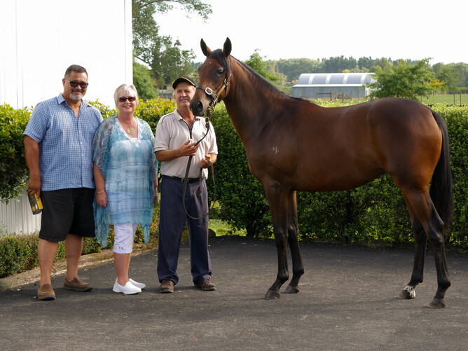 George and Maryanne Simon and handler Tim Welch with the yearling full sister to Turn Me Loose (Lot 272 – Iffraaj x Indomitable filly) - Joshua Smith