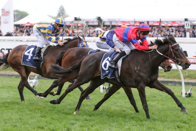 Verry Elleegant winning the G3 Ethereal Stakes