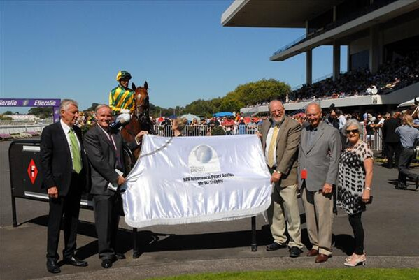 Sally Cassels-Brown (Pearl Series co-ordinator) - So Wotif returns to the winners circle.  From left, Jim Bruford (NZB Insurance), Michael Martin (NZTBA CEO), Peter Francis, ( NZTBA President), owner Arthur Avis and Photo Trish Dunell