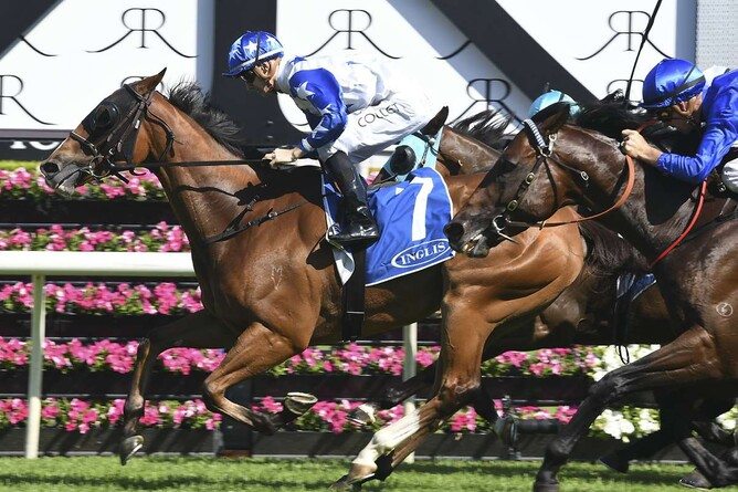 Crack Me Up winning the Gr.2 Villiers Stakes at Randwick (16/12/17)  - Bradley Photography