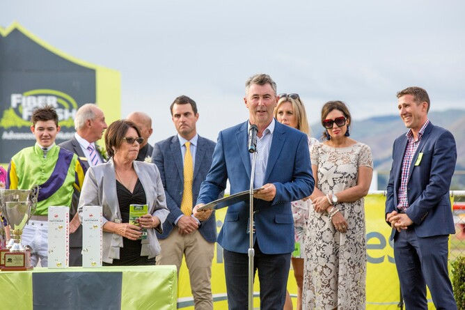 NZTBA Vice-President Nick King presents trophy to Gr.1 NZ Thoroughbred Breeders Stakes winner Nicoletta's connections